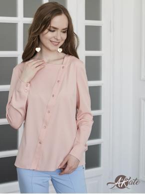 Блузка розовая с косой застежкой