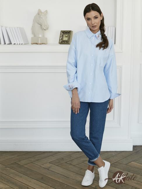 Блузка с карманом голубая