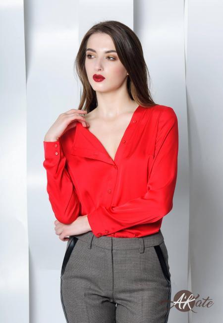 Блузка с косой застежкой красная
