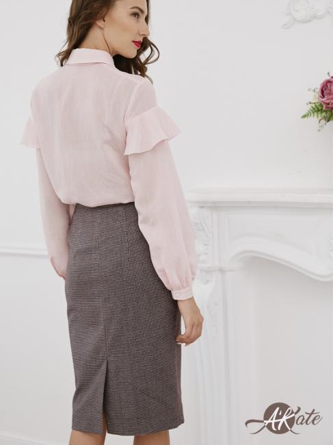 Блузка с воланами на плечах