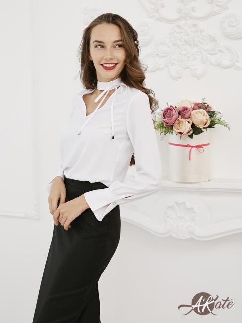 Блузка с завязками на шее