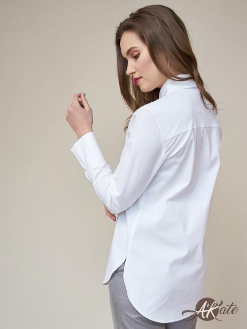 Блузка с вышивкой и украшением
