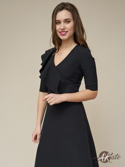 Платье с воланом черное