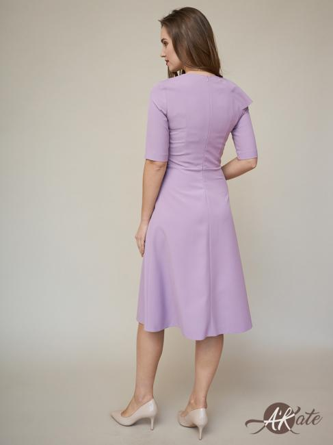 Платье с воланом сиреневое
