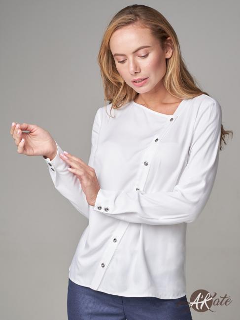 Блузка с косой застежкой белая