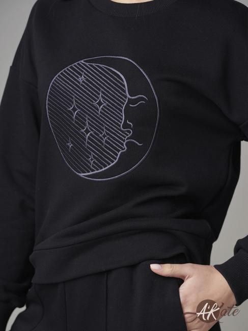 Свитшот с вышивкой черный